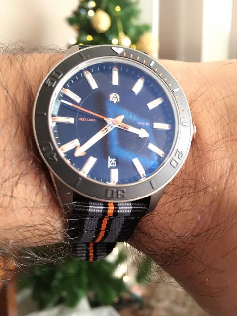 Votre montre du jour - Page 6 117736redlakenato