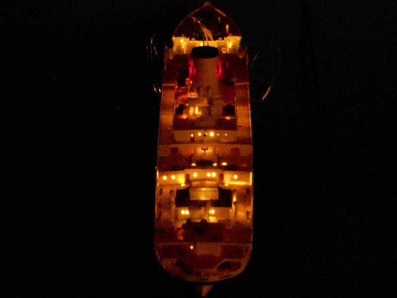 Hikawa Maru hopital 1/350 PE/pont en bois et babioles  - Page 6 123060DSCN5893