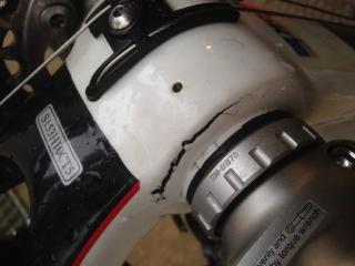 Cadre carbone fissuré au boitier de pédalier 125024IMG08111