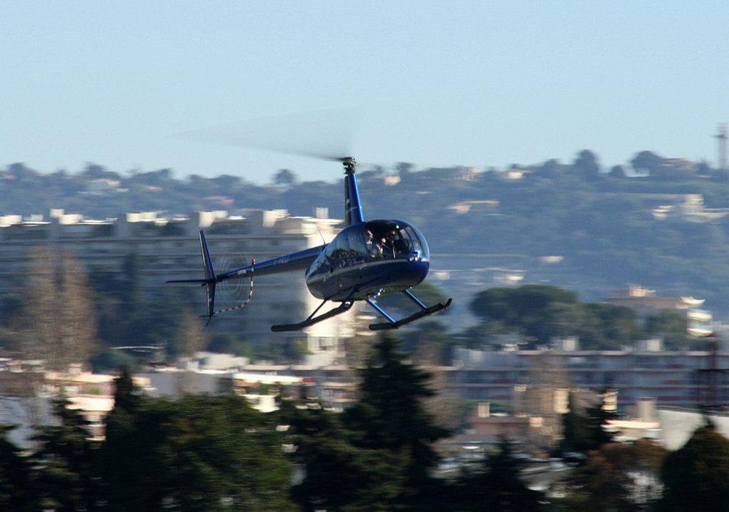 VOL en Robinson R44 autour de LFMD Cannes-Mandelieu 126456IMG0760