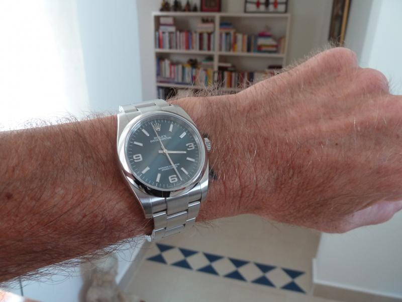 Un cadeau parfait :  Rolex Oyster Perpetual 116000 Blue Dial - Page 2 127285OPaupoignet