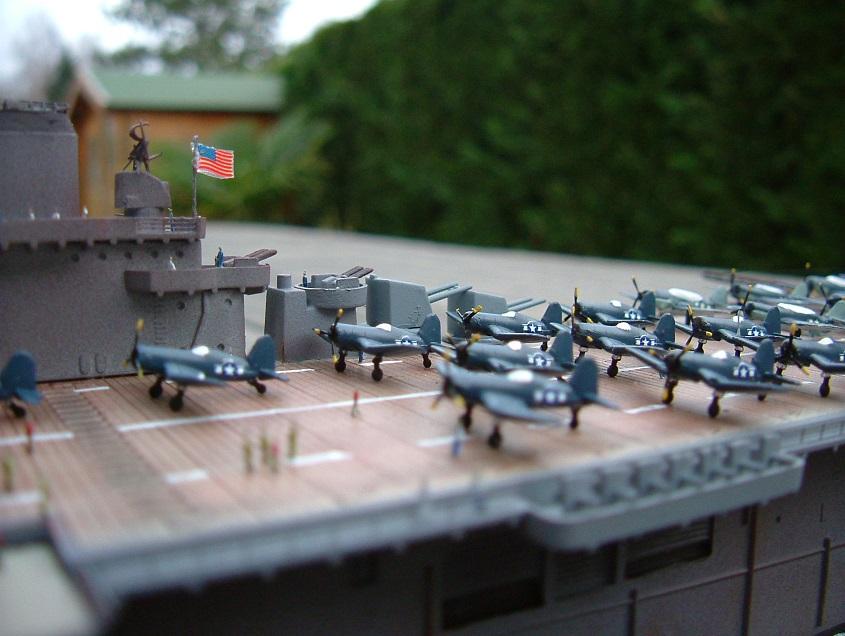 CV-9 USS ESSEX par Kagou 1/700 - Hasegawa + photodec 127458EssexCV98
