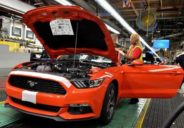 La production de la toute nouvelle Mustang 2015 débute dans l'usine de Flat Rock 129691productiondelaFordMustang20155