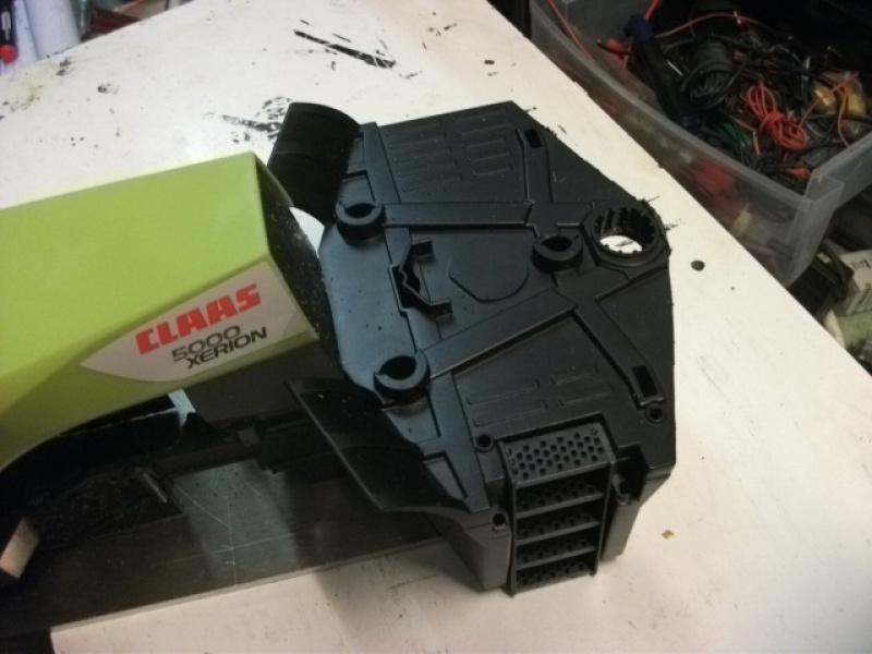 Xérion 5000 chenillé à boite 3 vitesses articulé en base carrosserie Bruder. Au 1/14 133082Xrion5000partirdeBruder006