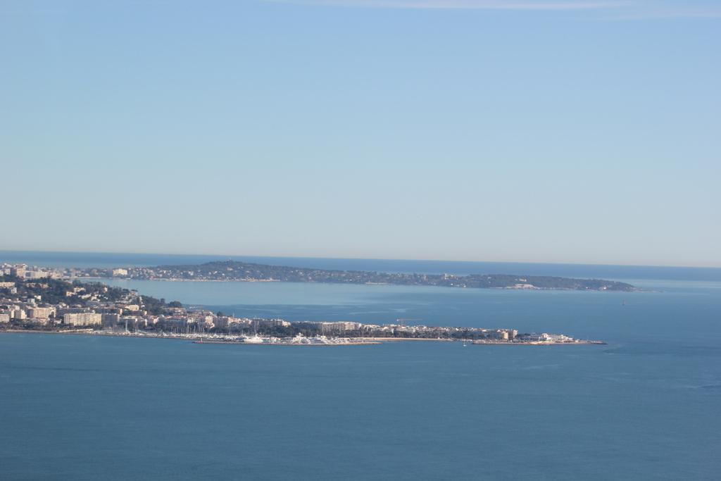 VOL en Robinson R44 autour de LFMD Cannes-Mandelieu 134822IMG7243