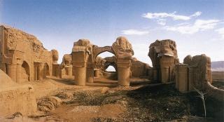 Dans le nord de l'Afghanistan, les mystères de la mosquée des Neuf Dômes 135927CtaAAE0UIAAzDmV