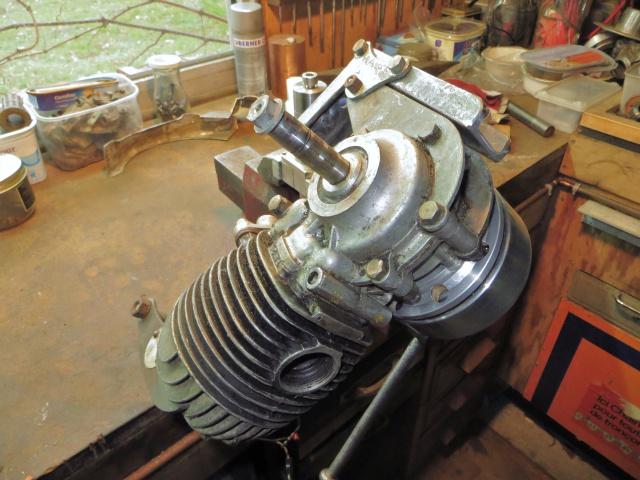 le vrai support moteur MZ 136007IMG6374