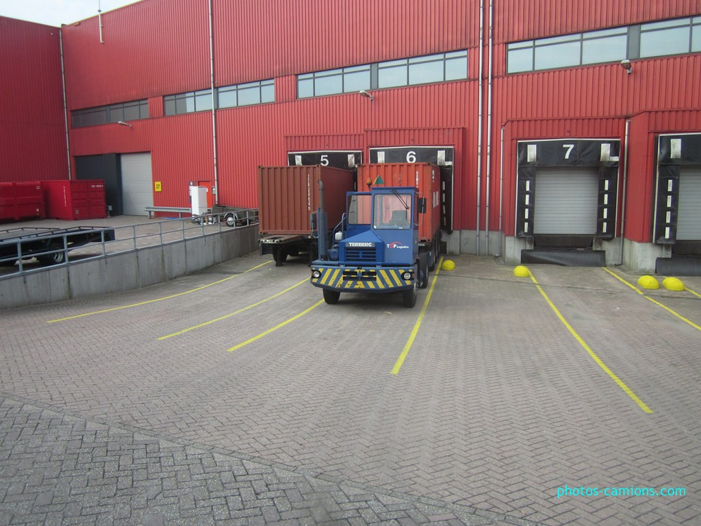 Les camions de manutention Terberg et Mol. - Page 2 141649IMG0540Copier