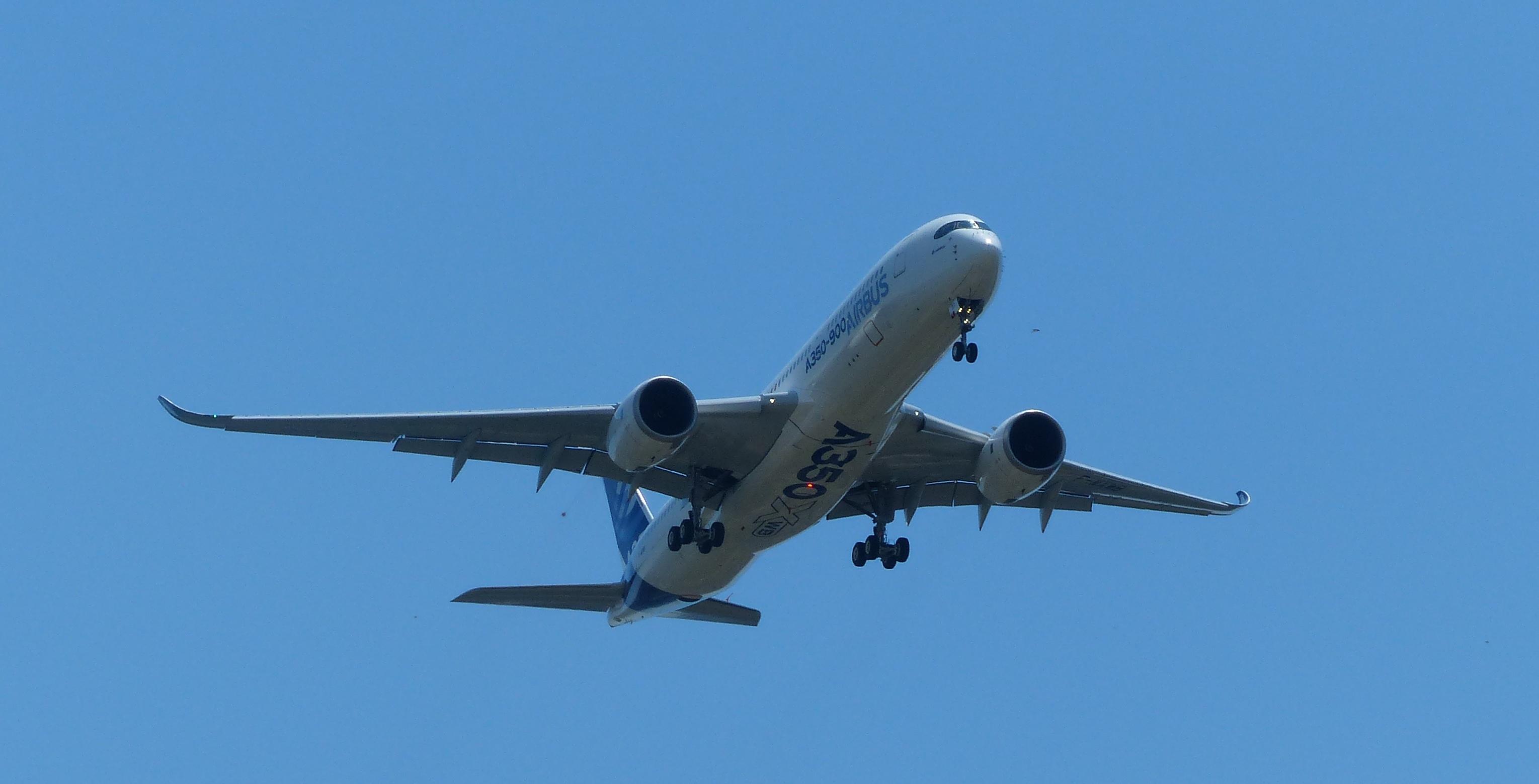 [14/06/2013] Aéroport Toulouse-Blagnac (LFBO): 1er Vol de l'Airbus A350 XWB !!! 146250P1010898bis
