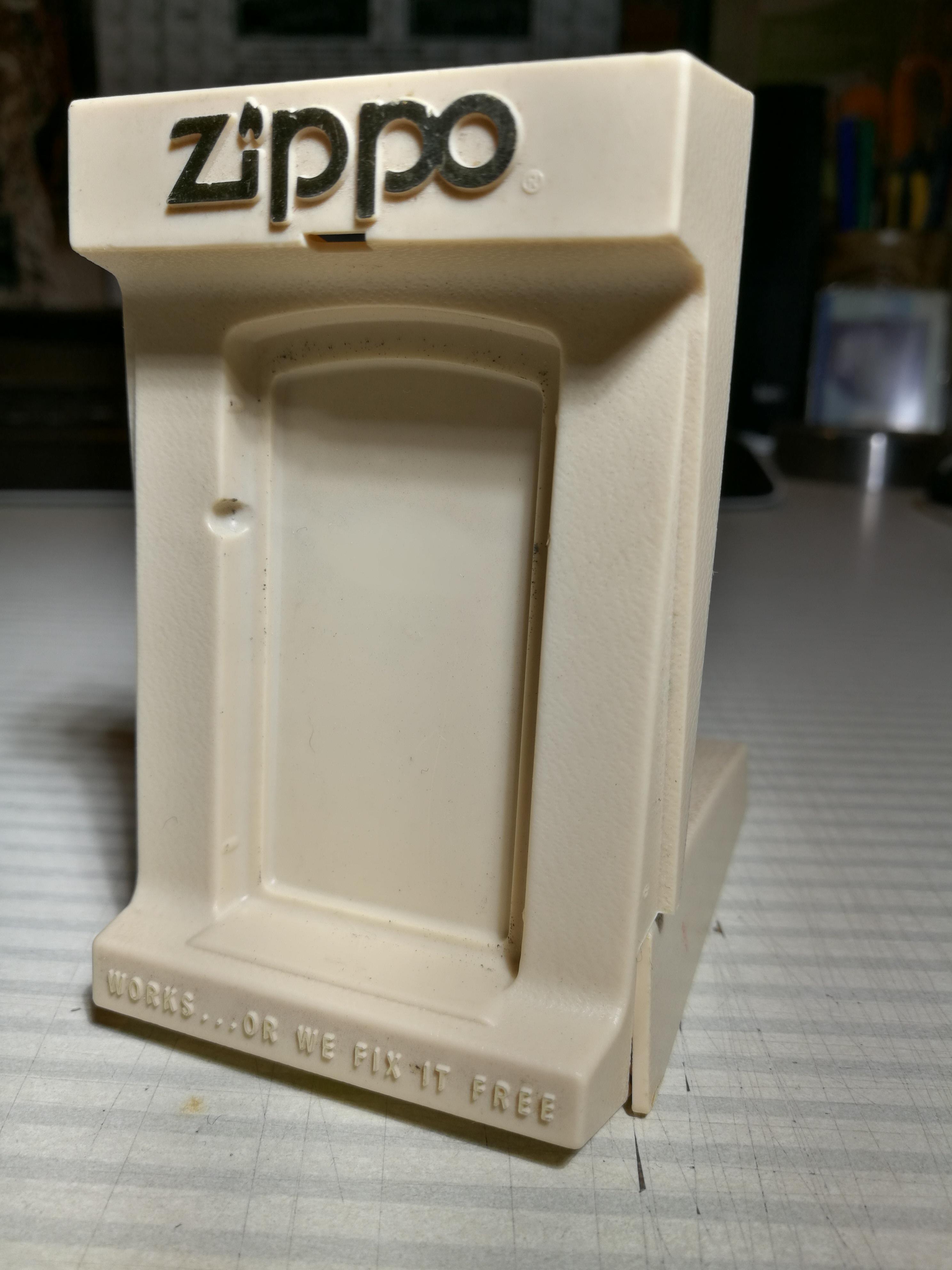 Les boites Zippo au fil du temps - Page 2 149158Boteslim19812