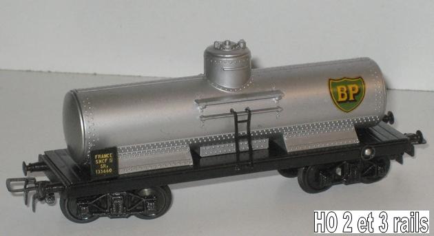 Wagons à bogies série plastique (citerne, tombereaux, couverts)  155832VBciterneTPUSbogiesBPR