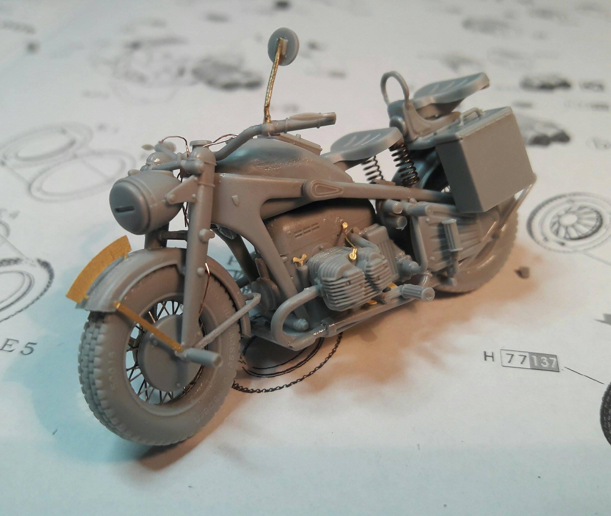 Zündapp KS750 - Sidecar - Great Wall Hobby + figurines Alpine - 1/35 - Page 4 1561771987606010211758122483077742465915o