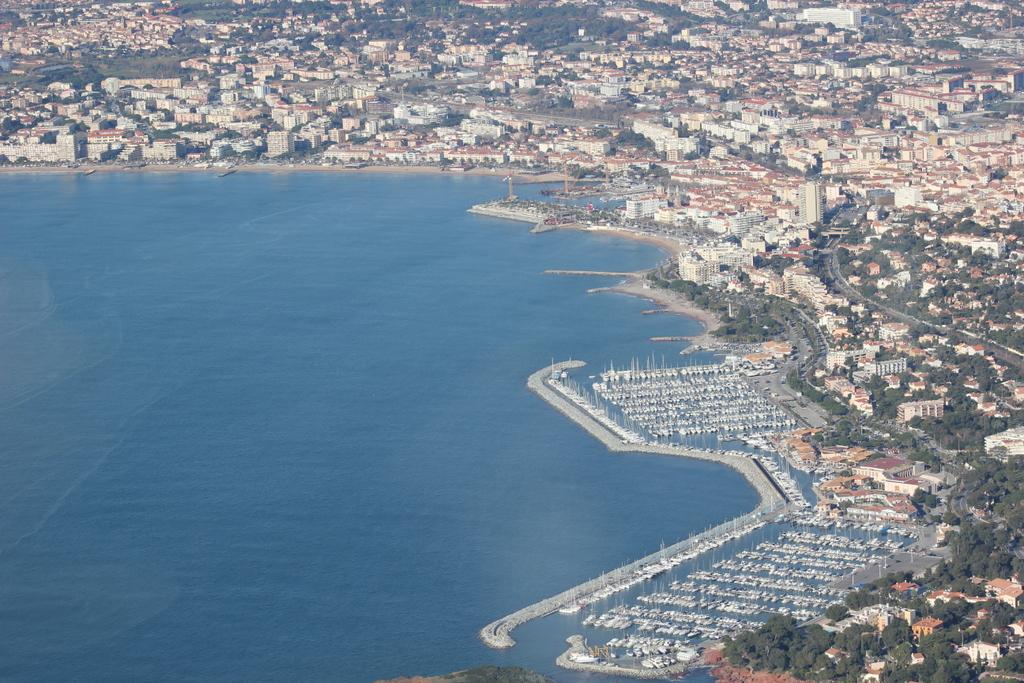 VOL en Robinson R44 autour de LFMD Cannes-Mandelieu 169058IMG7202
