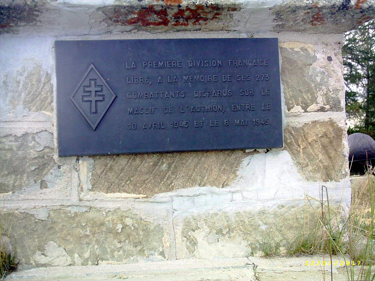 [Histoires et Histoire] Monuments aux morts originaux Français Tome 1 - Page 39 174592PIC0019