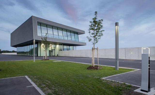 AUDI AG inaugure un complexe high-tech à Neubourg 180087AudiNeuburgcustomerbuilding3
