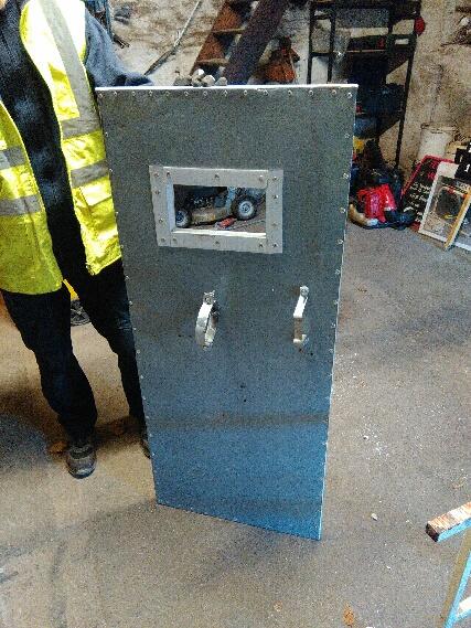 bouclier anti emeute fabrication maison 180198PART1479481070107