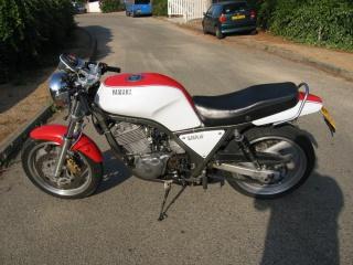 Yamaha SRX 600 : le mono super cinglé ! 180925cotegauche