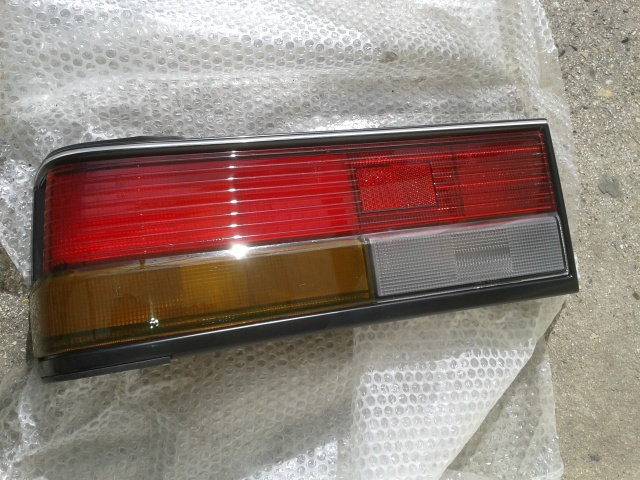 [VDS] Feux arrière gauche pour Nissan Bluebird U11 18146720150303140947