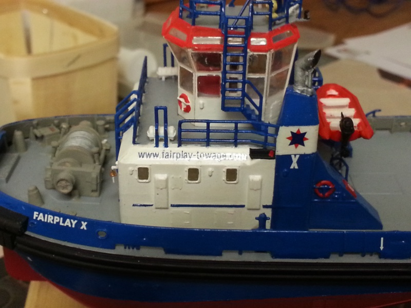 FAIRPLAY Harbour Tug Boat de Revell au 1:144  183265lolo011
