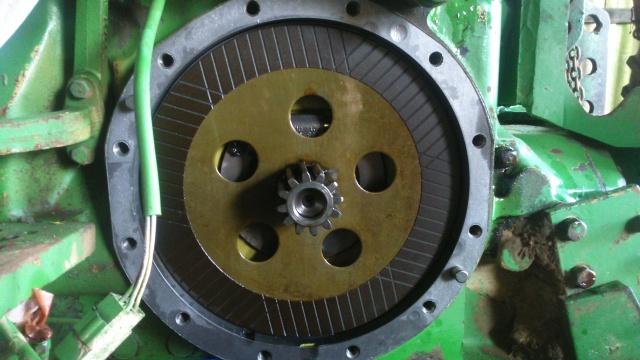 Dépose des freins sur John Deere 840  193105DSC0012