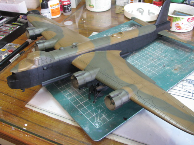 Short Stirling MkIII BF-513 Italeri 1/72, 2ème !!!!!....Terminé!!! - Page 4 199936IMG7050