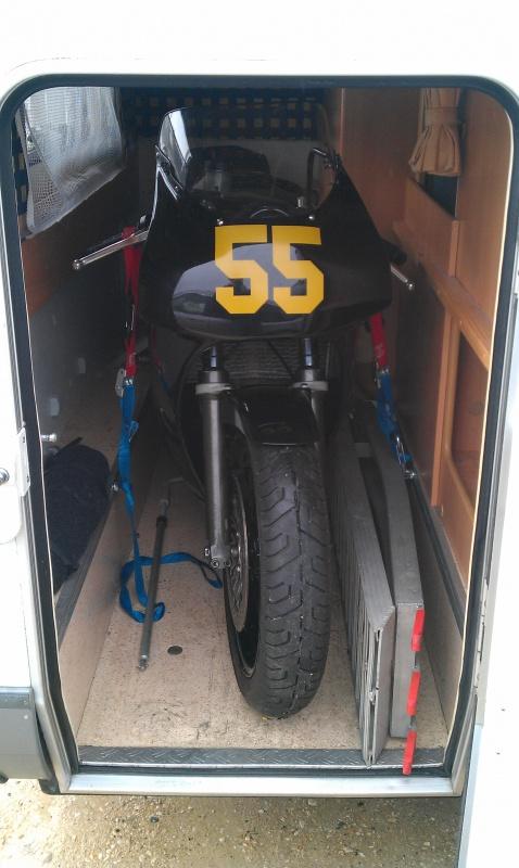 moto dans soute de camping car. Black Bedroom Furniture Sets. Home Design Ideas