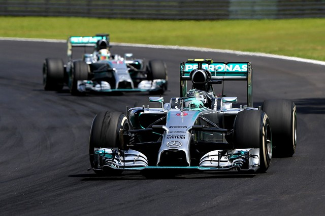 F1GP du Brésil 2014 : Victoire Nico Rosberg 2128472014NicoRosbergdevantLewisHamilton