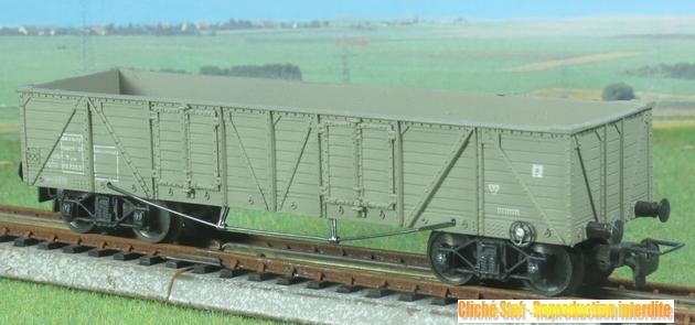 Wagons à bogies série plastique (citerne, tombereaux, couverts)  213273VBLejeunetombereauTPUSbogiesvertplastiqueIMG3120