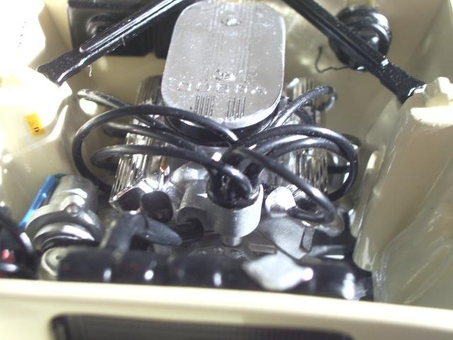 ford mustang 1964 au 1/16 de chez matchbox  220243photoscorvettepeintinetrieur004