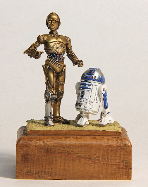 """I'd better knock I suppose."" C3PO et R2D2  70 mm 221150001"