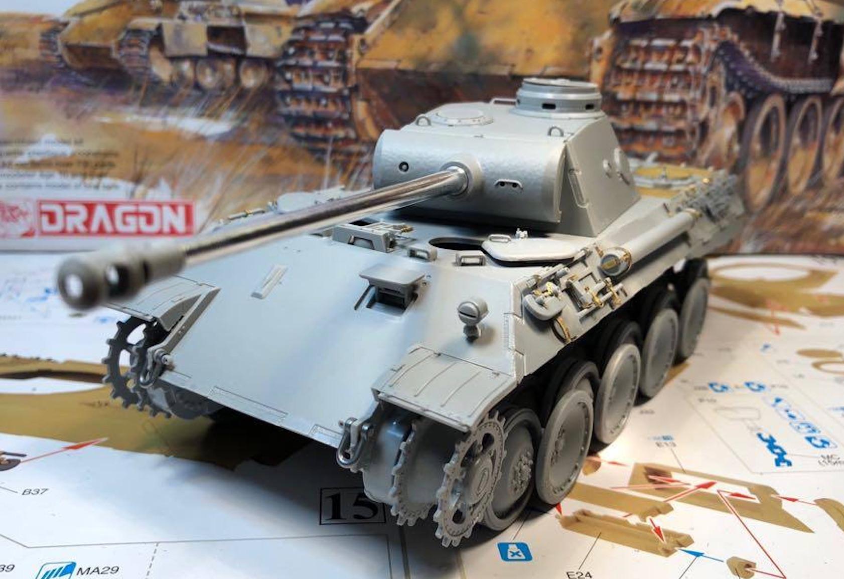 Sd.Kfz.171 Panther D - Page 2 221272PantherDStepsToolsLeft