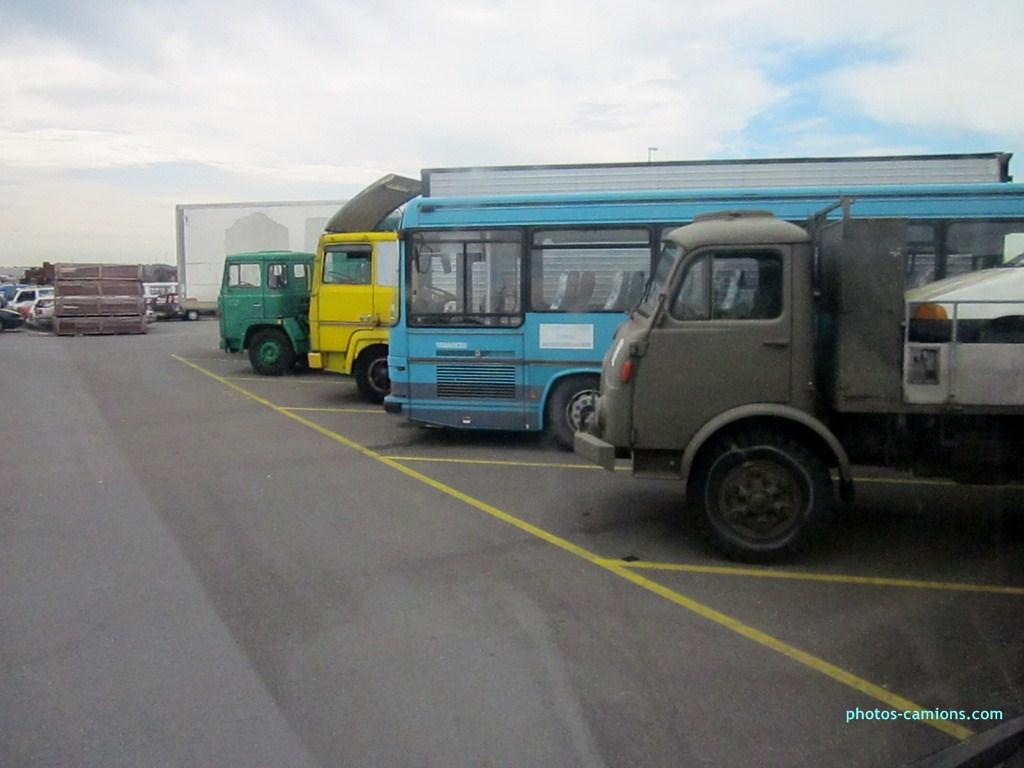 Vieux camions en partance pour les pays étranger 225347photoscamions10X201224Copier