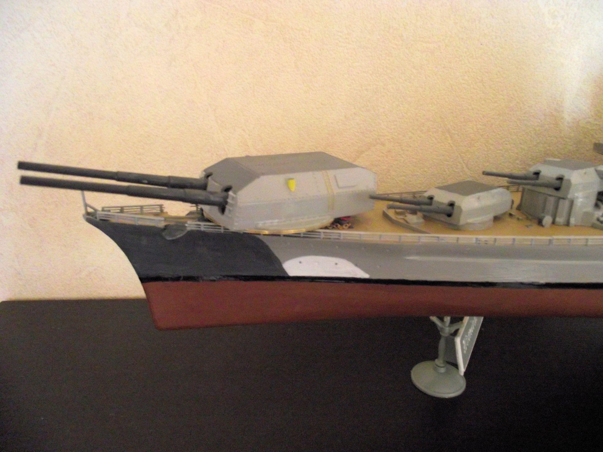 Bismarck au 1/200 Trumpetter  - Page 2 226109DSCF0778
