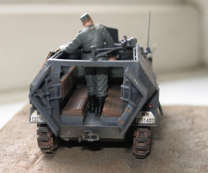 Sd.Kfz. 251/1 c riveté Dragon 1/35 Rénové! :) 226795IMG0010