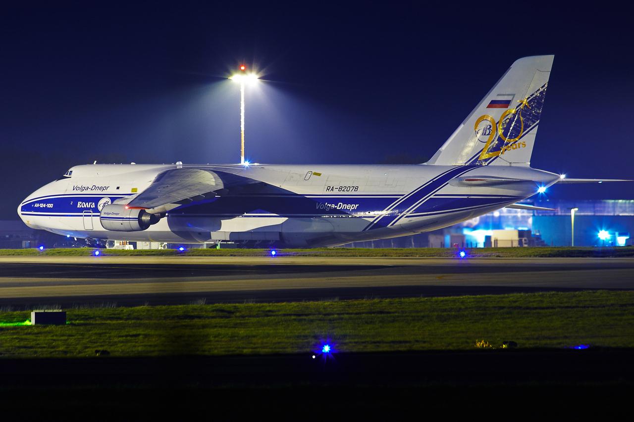 [16/12/2013] Antonov An124-100 (RA-82078) Volga Dnepr 230479GRX9187