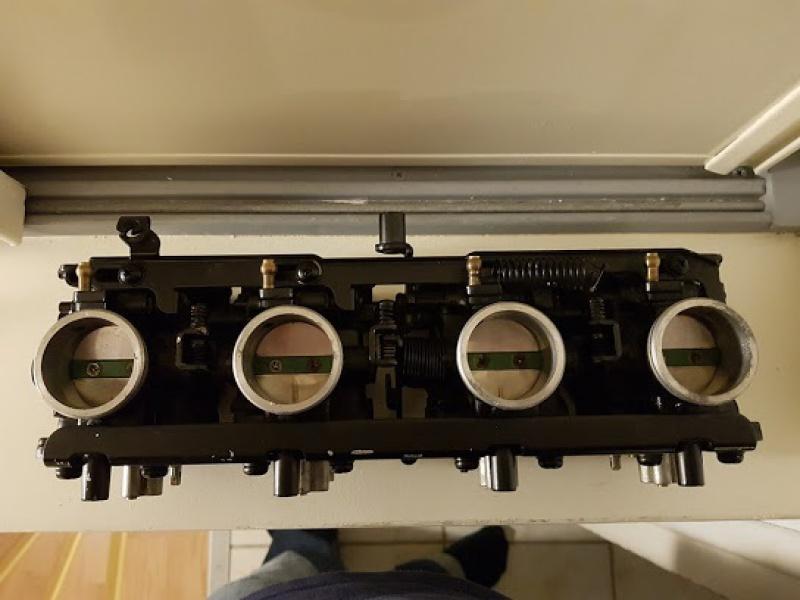 Une GPZ900R sauce SBK des eigties !  - Page 3 239723carb2