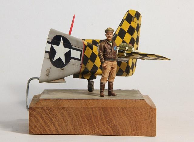 Checkertail clan (pilote US 1/32 et bout de P51D 1/32) 244555001
