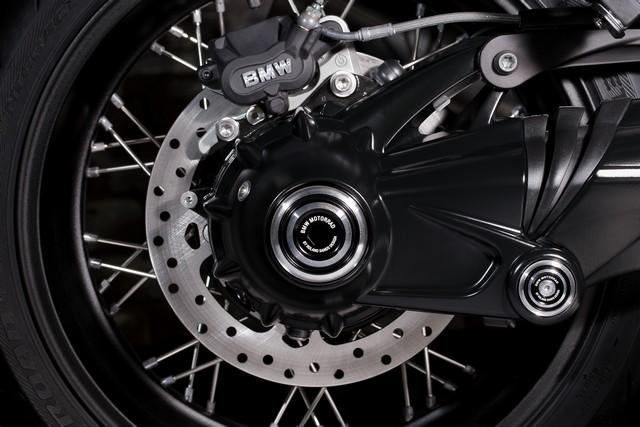 BMW Motorrad : accessoires « Machined » pour les BMW R NineT. 244791P90245879highResbmwrninetxroland