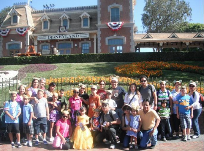 Episodios perdidos del Chapulín Colorado - Página 2 247845DisneylandiaFamiliasdeSonoraverano2011