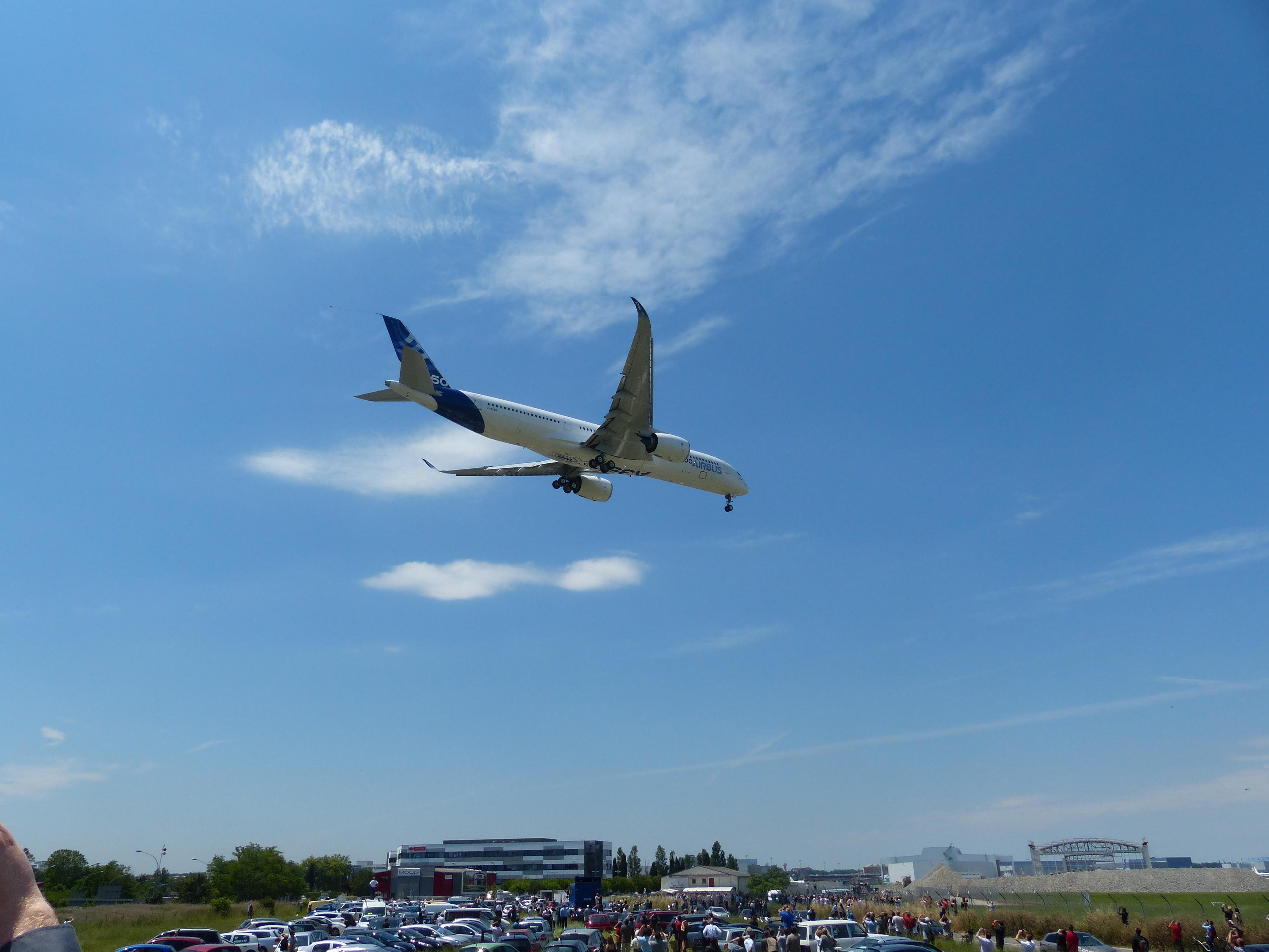 [14/06/2013] Aéroport Toulouse-Blagnac (LFBO): 1er Vol de l'Airbus A350 XWB !!! 249144P1010933