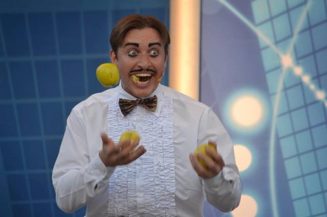 Recherche le nom de l'humoriste lors du spectacle Waterloo. Merci 249317524305614613778569966461583351n