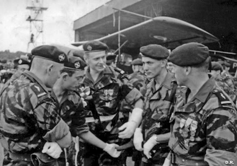 Blouson modéle 46 de l'Armée de l'Air  249383descommandosparachutistesdelairenalgerielorsduneceremonie