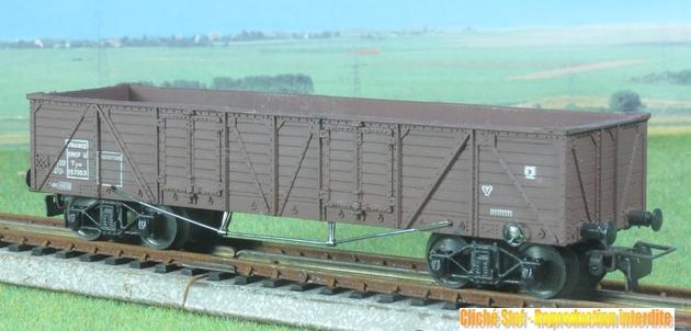 Wagons à bogies série plastique (citerne, tombereaux, couverts)  249905VBLejeunetombereauTPUSbogiesmarronplastiqueIMG3121