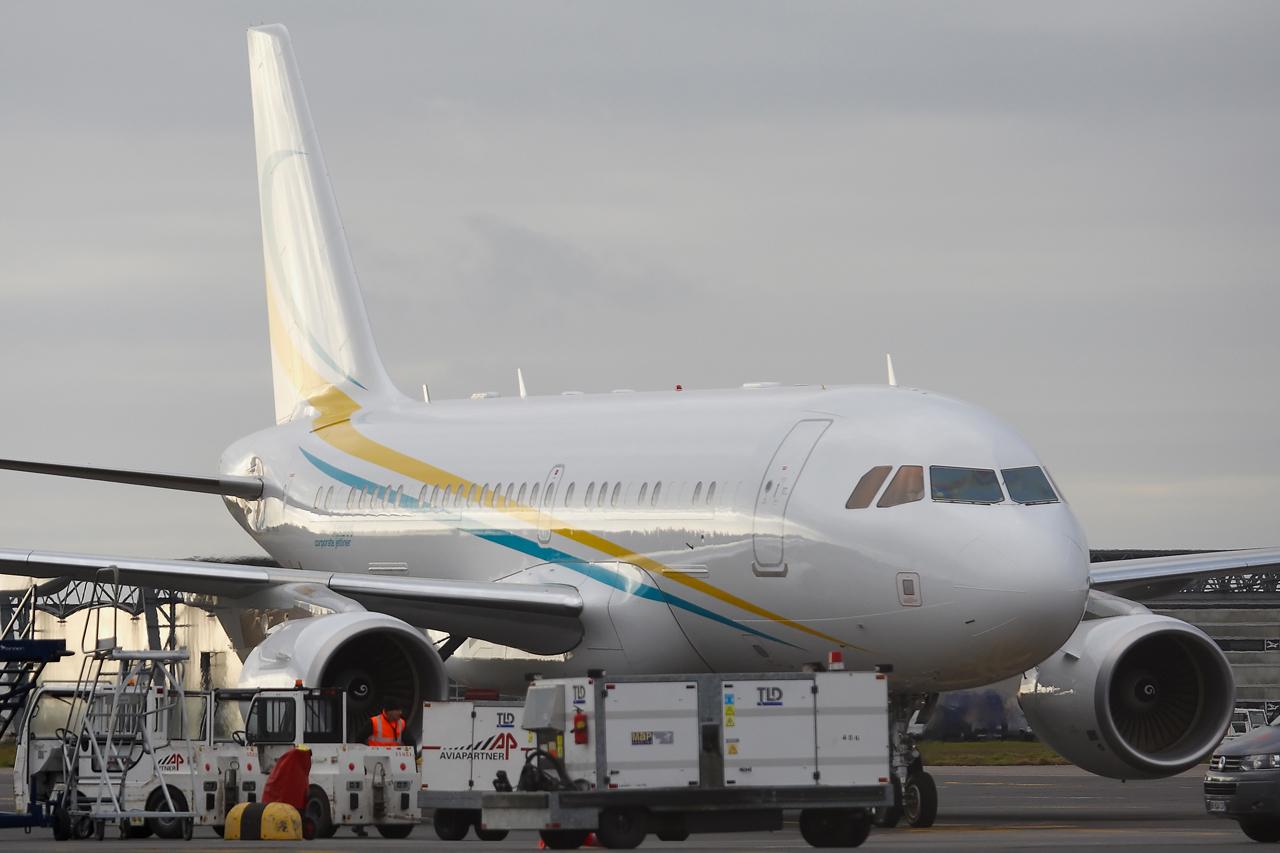 [21/12/2013] A319CJ (9H-AVK) Comlux    250597GRX9317