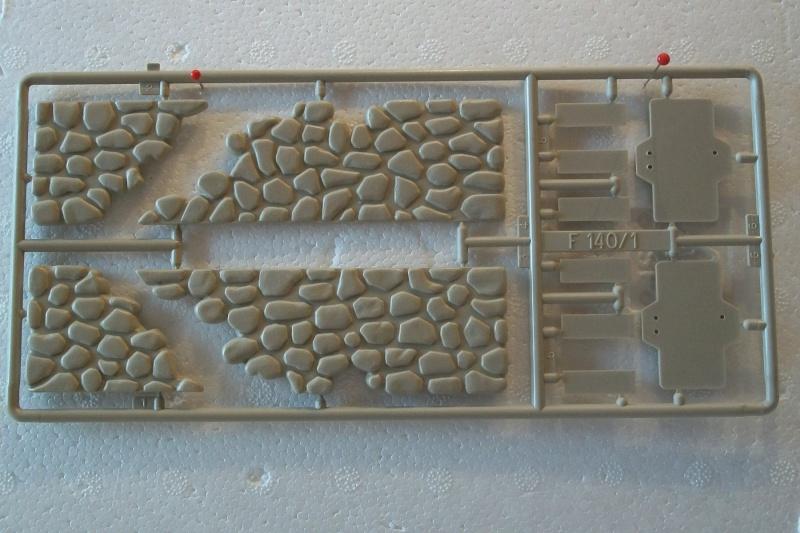 Equipement de Combat (Réf.140) Murs de Pierre & Signalisation 1/35 259524Heller140EDCMursdepierre005