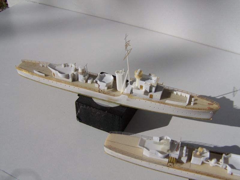 Destroyers classe Hunt type 2 et 3 - Page 2 260812Hutn2et3021