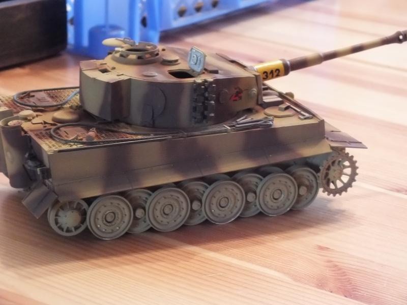 Tiger I Late version ,tamiya 1/35 (début de patine) - Page 2 261066DSCF6406