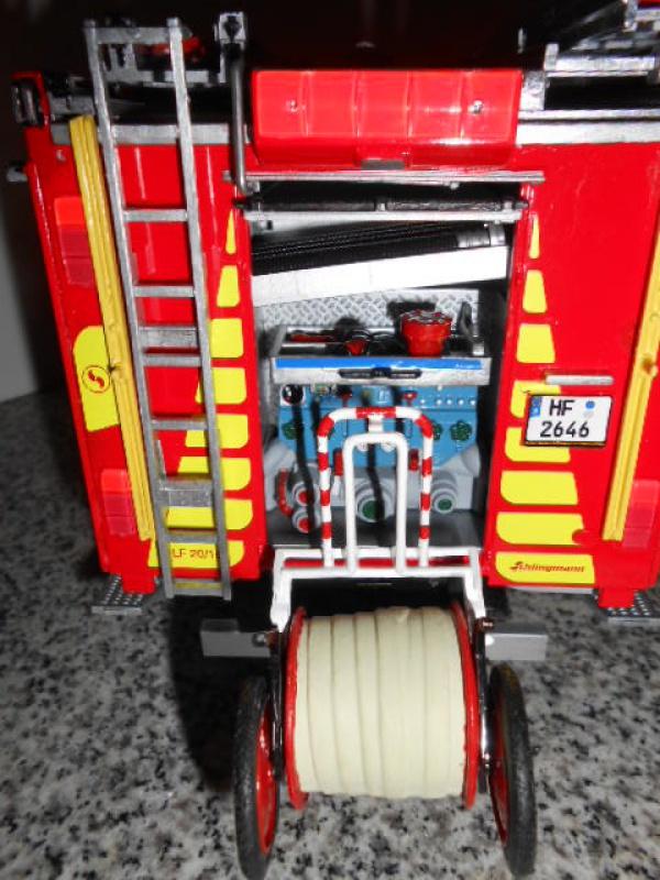 Camion de pompiers atelier de revell au 1/24° 267397pompier018