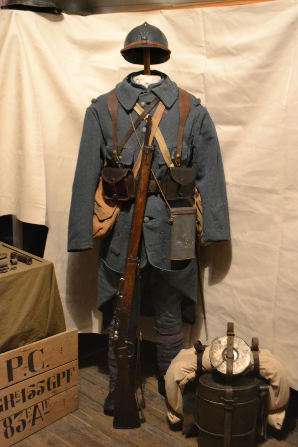 Autour d'une arme ... l'uniforme et l'équipement : quelques exemples 269569DSC1308