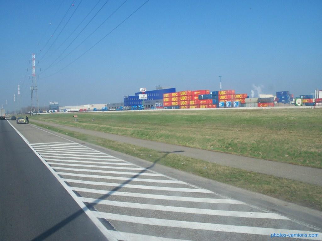 Van Moer Transport  (Zwijndrecht) - Page 2 283036photoscamions17mars201254Copier
